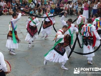 Majaelrayo - Pueblos arquitectura negra - Fiesta de los danzantes, Santo Niño; senderismo definicio